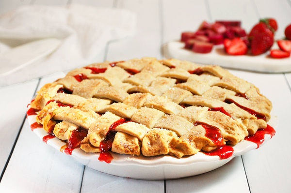 recipe image Strawberry Rhubarb Pie