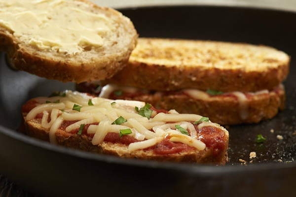 recipe image Pizza-Style Grilled Cheese