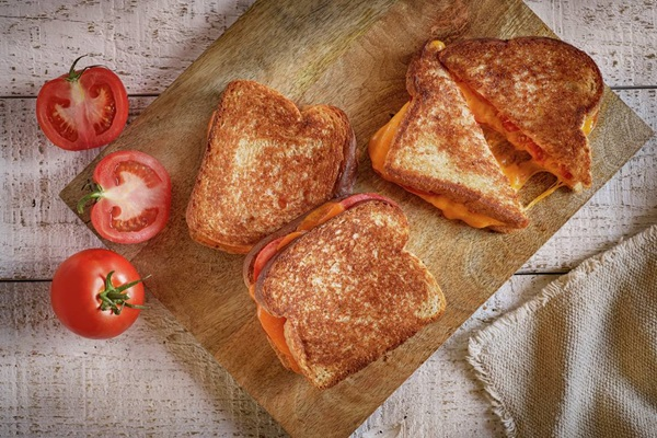 recipe image Grilled Cheese & Tomato Sandwiches